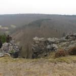 skály na okraji hradiště